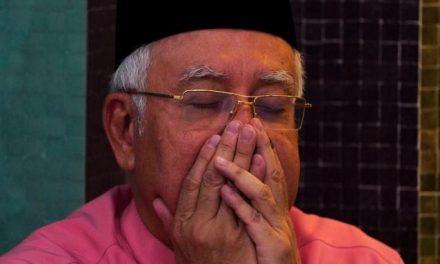 """ماليزيا.. """"إنقلاب أبيض"""""""