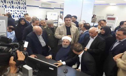رغم الحصار.. روحاني يفتتح ثلاثة مشاريع بتروكيماوية ضخمة
