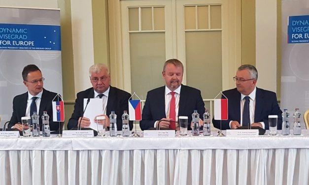 """إلغاء قمة """"فيشغراد"""": صفعة يمينية لنتنياهو"""