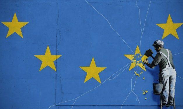 أوروبا بين الشرق والغرب