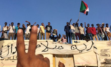 """هل يعي السودان """"الدرس الإثيوبي"""" في كيفية إدارة التحولات المفاجئة؟"""