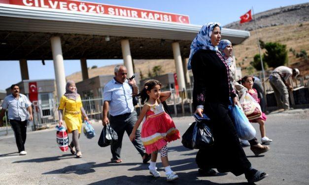 ترحيل اللاجئين من تركيا: ضغط إقتصادي أم تنفيذ للتفاهمات؟!