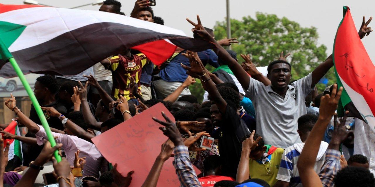 """هل يوقف """"الإعلان الدستوري"""" الإحتجاجات الشعبية السودانية؟!"""