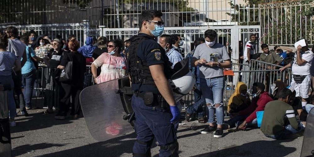 هل عمليات الإعادة القسرية للاجئين العالقين في البحر قانونية؟