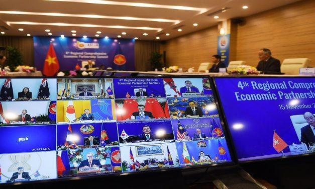 كرة التجارة الآسيوية.. في مرمى الصين