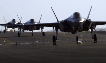 طائرات أمريكية إلى قاعدة الظفرة.. هل يُنهي ترامب ولايته بقصف إيران؟