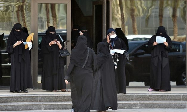فتح باب التجنيد أمام النساء في السعودية.. ما الذي يخفيه؟