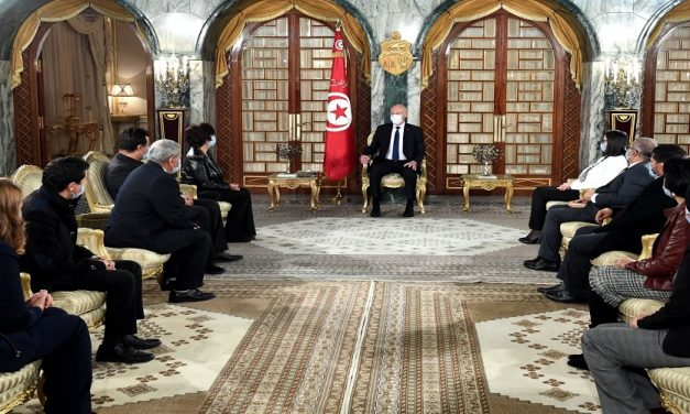 الأزمة السياسية في تونس وآفاقها المستقبلية