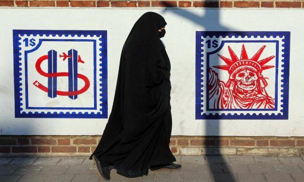 """بين """"الإرث الترامبي"""" والاستحقاق الإيراني.. ثلاث مشهديات"""