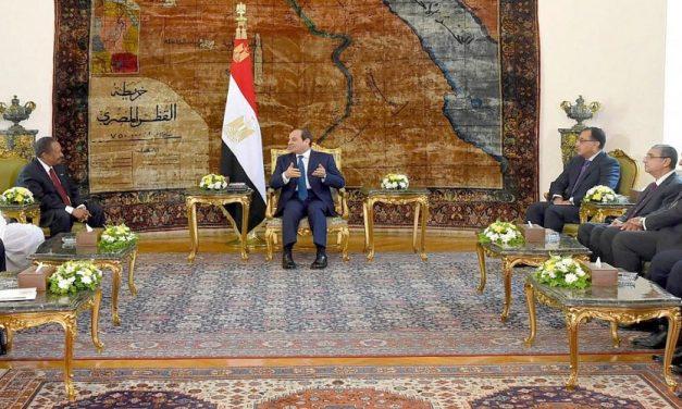 التقارب المصري – السوداني مدفوع بأزمتي النيل والاقتصاد*