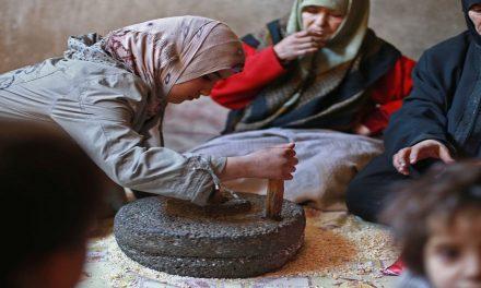 ماذا يحدث في سوق صرف الليرة السورية وما هي تداعياته؟