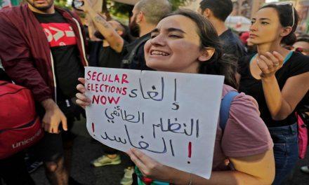 الأزمة اللبنانية بين أزمتين: الاقتصاد والتنافس الإقليمي