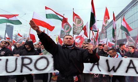 """فُرص تاريخية.. هل يستغلها """"اليمين المتطرف"""" الأوروبي؟"""