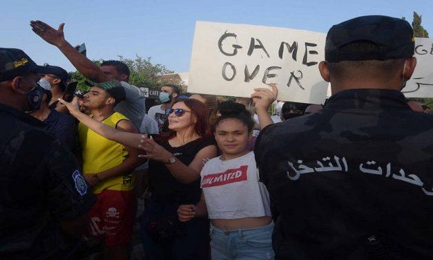 """حركة """"25 جويليه"""" في تونس.. إصلاح مؤسساتي أم نزعة تسلط؟(1/2)"""